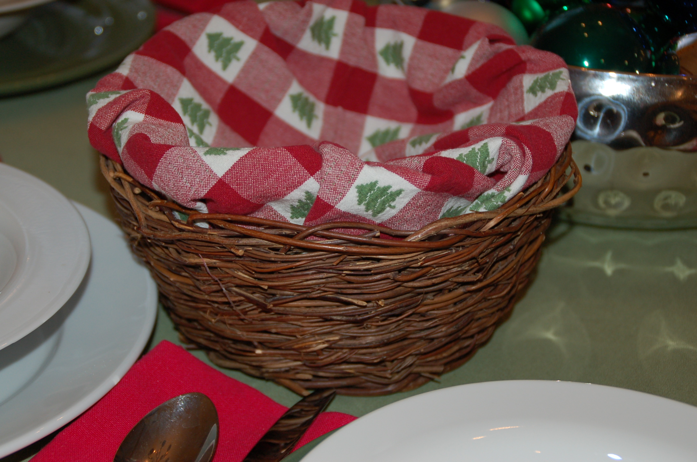 planter basket with napkin